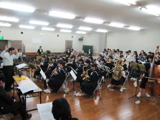 クワイア 南陽中吹奏楽部とバンド維新の練習