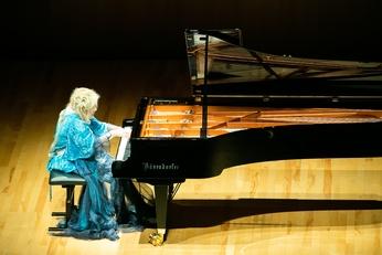 フジコ・ヘミング ピアノ ソロ コンサート 【2020年5月7日からの振替公演】